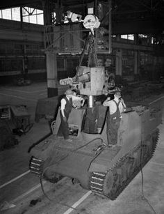 Workers assembling a Sexton self-propelled gun at the Montreal Locomotive Works, Montréal, Québec, Canada, August 1944.