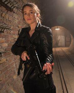 Emilia Clarke as Sarah Connor (Teminator Genisys, 2015)