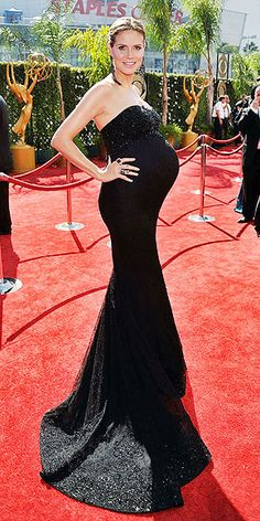 Heidi Klum does pregnant red carpet like no other!! Love the form fitting mermaid gown. #markeric
