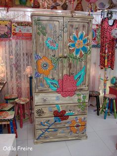 Funky Painted Furniture, Painted Chairs, Paint Furniture, Repurposed Furniture, Furniture Projects, Furniture Makeover, Cool Furniture, Lounge Furniture, Rustic Furniture