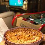 Une belle tarte aux pommes tout maison pour un weekend cocooning en famille On est pour jours dans le Loiret et on ne va rien faire part des jeux de socits et manger Bon weekend blog food recettes cuisine olympusemmkii papaencuisine frenchfood foodblog recipes foodporn tarte pommes patisserie