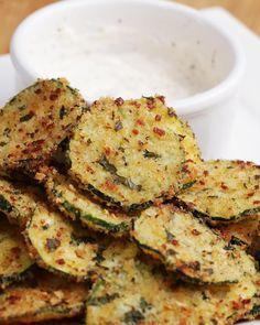 Chips de abobrinha com alho e parmesão                                                                                                                                                                                 Mais