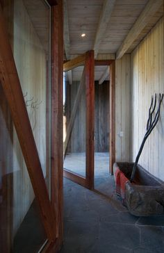 Breezeway between house and barn / garage