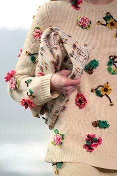Gabriela Hearst, C2c Crochet, Knitwear Fashion, Hand Knitted Sweaters, Embroidery Fashion, Handmade Clothes, Diy Fashion, Lana, Hand Knitting