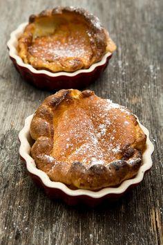 """Pfannkuchen aus dem Ofen! Als ich das Rezept las, war mir klar: """"Morgen, Kinder, wird's was geben…""""Die Ofenpfannkuchen werden nicht in der Pfanne gebraten sondern - wie der Name schon verrät - im Ofen gebacken. Das mag ich, denn die damit verbundene Arbeit wird so minimiert. Ich kann…"""