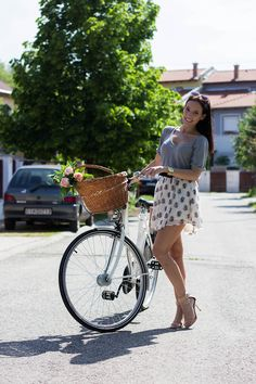 delightfulcycles:  beautiful cycling outfit (via Bianka Bodonyi)   Shared from http://hikebike.net