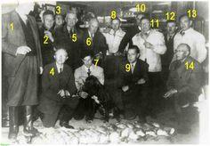 0210624 Coll. Chr. Warnar Asten : Gemeenteraadsleden na een drijfjacht 1955. 1. Burgemeester Ploegmakers. 2. Jan van Oosterhout. 5. Tinus van de Boomen. 6. Peerke Aarts (Oliemolen). 7. Harrie van Goch. 8. Jan Eijsbouts. 11. Jaen van Goch. 12. Jantje Strijbosch 13. Jan van Bussel? 14. Emile Schriks. Wie zijn de anderen?