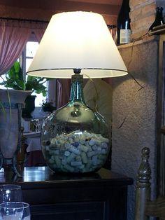 Vintage Demijohn transformed in lamp Wine Bottle Crafts, Bottle Art, Jar Lamp, Lamp Shades, Floor Lamp, Sweet Home, Table Lamp, Decoration, Glass