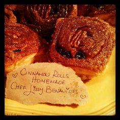Delicious Oldfashion & Homemade Caramelized Cinnamon Rolls & Delicioso Roles de Canela y Pasas Caramelizados