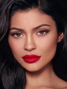 eyeliner red lips make up - eyeliner red lips - eyeliner red lips make up - eyeliner red lipstick Red Lips Makeup Look, Makeup For Brown Eyes, Burgundy Makeup, Burgundy Dress, Red Makeup Looks, Makeup For Red Lipstick, Makeup With Red Dress, Maroon Makeup, Classic Makeup Looks