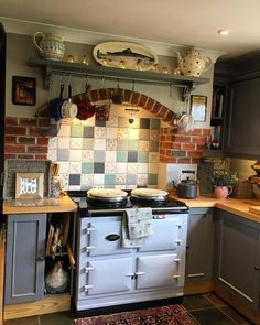 Time to start thinking about dinner - have a wonderful Friday eve whatever you're doing peeps . Shabby Chic Kitchen, Shabby Chic Homes, Cottage Kitchens, Home Kitchens, Aga Kitchen, Aga Cooker, English Country Kitchens, Cosy Room, British Home