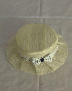 sombreros de yute para niñas. los puedes encontrar en tienda o en web calle espoz y mina 17, madrid. www.petitsrois,com