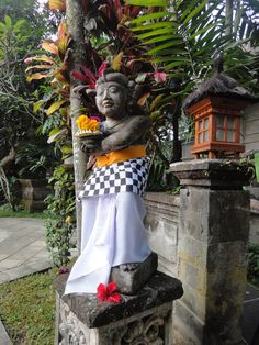 New blog post: I'm slow, but I successfully make a canang sari for my visit to a local temple in Bali. http://fireandtea.com/blog/2014/7/26/flowers-and-gods-a-lesson-in-canang-sari #travel #canangsari #bali #indonesia #hindu #worship