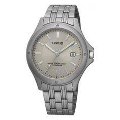 Lorus Herenhorloge Titaan RXD75EX9. Een stoer en elegant horloge gemaakt van titaan Titaan is erg licht van gewicht en supersterk. Titaan heeft tevens de eigenschap allergeen te zijn. De kans op een allergische reactie is met titaan erg beperkt en komt vrijwel niet voor. Het horloge is tot 100  meter watericht en u heeft 2 jaar garantie op het uurwerk.