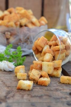 Parmesan Garlic Croutons are cheesy, munchies that have a fine flavour of garlic and crunchy texture. They go well for supper or can be served with soup. Crouton Recipes, Tomato Soup Recipes, Indian Food Recipes, Vegetarian Recipes, Cooking Recipes, Veg Recipes, Sandwich Recipes, Bread Recipes, Cooking Tips