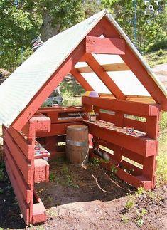 Outside DIY: kiosk,lekstuga,lastpallar,lastpall,diy (Diy Pallet Planter) Diy Pallet Projects, Outdoor Projects, Garden Projects, Pallet Ideas, House Projects, Casa Kids, Pallet Playhouse, Pallet Fort, Playhouse Plans