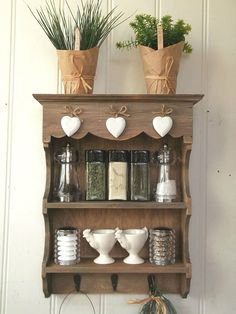 Small Shabby Chic Wooden Wall Unit Display Shelf with Hooks - Perfect for Keys, Bathroom Essentials or Ornaments in any Bedroom, Hallway, Kitchen or Utility