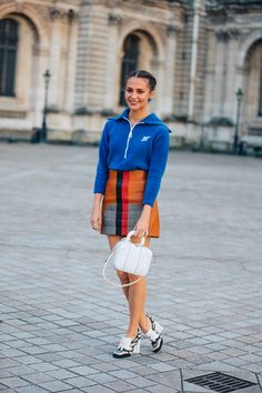Take a look at some of the best street style looks spotted at the most fashionable shows of Paris Fashion Week Fall/Winter Fashion Week, Runway Fashion, High Fashion, Paris Fashion, Look Street Style, Street Style Looks, Mode Streetwear, Streetwear Fashion, Vogue Paris