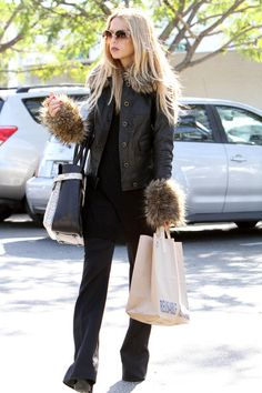 Rachel Zoe Photos - Celebrity stylist Rachel Zoe leaving the Whole Foods Market after doing a little grocery shopping in Beverly Hills, California on March 7, 2012 - Rachel Zoe Grocery Shopping In Beverly Hills