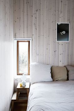 A blonde timber cabin on the Danish coastline Cabin Design, Bed Design, House Design, Design Bedroom, Country Style Magazine, Timber Cabin, Summer Cabins, Home Budget, Minimalist Room