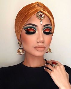 Indian Makeup (could be a greek goddess makeup too) Lidschatten Glam Makeup, Makeup Inspo, Eyeshadow Makeup, Makeup Art, Makeup Inspiration, Beauty Makeup, Hair Makeup, Eyeshadows, Rave Eye Makeup