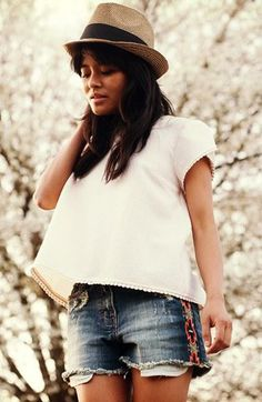 Cute and simple - Back button crochet trim tee