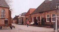 Bronkhorst in de Achterhoek (provincie Gelderland) staat bekend als het kleinste stadje van Nederland. Schattig is het in ieder geval. (1994)