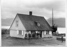 Faktorshúsið og íbúar 1910-1920. Mynd frá Ljósmyndasafni Ísafjarðar