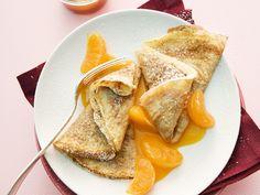 Eine Köstlichkeit mit fruchtig-karamelliger Note! Crêpes mit Mandarinen und Hagebutten - smarter - Zeit: 20 Min. | eatsmarter.de
