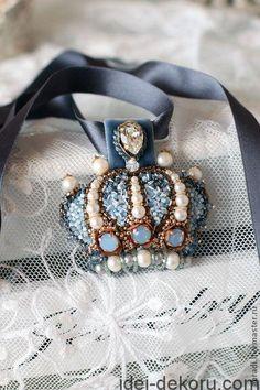 �аг��зка... Читайте також також Розкішна вишивка перлинами та бісером: ідеї для натхнення Декор одягу перлинками Декоративні вишиті сердечка 20 фото-ідей Ґудзики з вишивкою Геометрична вишивка.Схеми … Read More