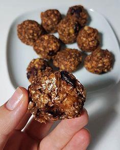 "Daca vrei sa ""rontai"" ceva bun si sanatos, acesti biscuiti fara zahar sau faina, sunt varianta ideala. INGREDIENT"