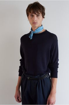 SPRING SUMMER 2018 – LOCH SILK TWILL SLIM FRINGED SCARF, NAVY WOOL LINEN HIGH NECK JUMPER, NAVY COMPACT DRY COTTON DRILL MILITARY CHINO, BLACK SADDLE LEATHER ROLLER BUCKLE BELT MHL