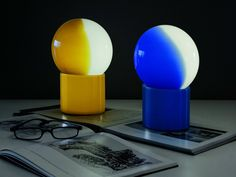 Lampada da tavolo in vetro opale PULCE by Martinelli Luce | design Emiliana Martinelli