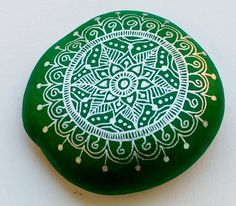 Hand Painted Stone Mandala by ISassiDellAdriatico on Etsy, €12.50