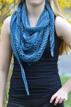 Free knitting pattern: Pacific Lace Shawl by Undeniable Glitter