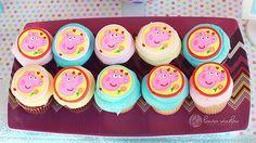Graciosos cupcakes para una fiesta Peppa Pig, via blog.fiestafacil.com / Cute cupcakes for a Peppa Pig party, via blog.fiestafacil.com