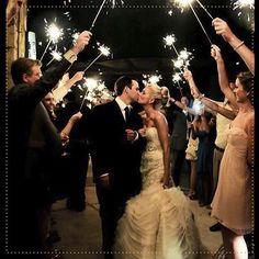 ¿ #Sabíasque las tortas de matrimonio tienen frutas y nueces como símbolo de fertilidad? Un buen presagio para los novios que comparten un pedazo de #LaTortaNegraDeLaTíaBlanca ¡Compartimos contigo dulces momentos! #SoyLaTíaBlanca