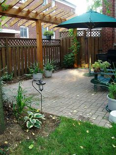 Backyard Privacy by Rainbow Landscaping, via Flickr