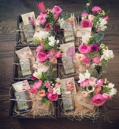 New Wedding Gifts Box Graduation Ideas Themed Gift Baskets, Diy Gift Baskets, Gift Hampers, Dried Flowers, Paper Flowers, Client Gifts, Flower Boxes, Diy Christmas Gifts, Creative Gifts