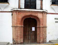 #Huelva #Niebla - Hospital de los Ángeles GPS 37.359444, -6.678333 Su construcción puede fecharse en el siglo XIV, aunque sufrió importantes modificaciones en los siglos XVII y XVIII, época en la que se convirtió en hospital para pobres bajo la protección de la Virgen de los Ángeles, cuya imagen aparece en un mosaico de azulejos de la fachada. Después, el edificio ha servido para los más variados usos.