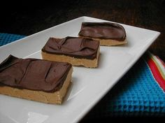 Ingredients    1 1/2 cups graham cracker crumbs  1 lb confectioners' sugar (3 to 3 1/2 cups)  1 1/2 cups peanut butter  1 cup butter, melted  1 (12 ounce) bag milk chocolate chips    Directions:    1 Combine graham crumbs, sugar and peanut butter and