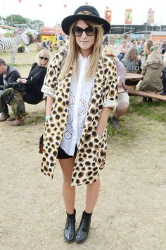 dfd69e3fa2103f Caroline Flack seemed to take her style inspiration from Boy George before  she graced Glastonbury.