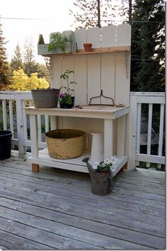 potting bench I wanna put 4 of these on the side if the house. Potting Tables, Pallet Potting Bench, Do It Yourself Furniture, Garden Table, Garden Benches, Garden Bar, Garden Pots, Potting Sheds, Diy Bench