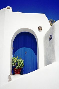 'Blue Door, Santorini' by Leigh Penfold Santorini Greece, Mykonos, Santorini Island, Image Bleu, Greek Blue, Greece Travel, Greek Islands, Doorway, Windows And Doors
