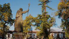 En la región lacustre de Michoacán, don Vasco de Quiroga estableció puntos estratégicos para el desarrollo del pueblo purépecha. Aquí te contamos más acerca de la historia y las rutas de su ciudad utopía.