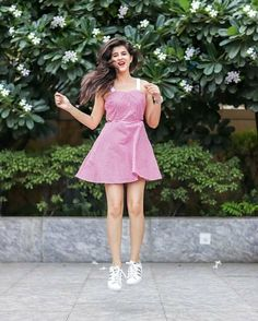 Cute Girl Poses, Girl Photo Poses, Girl Photography Poses, Girl Photos, Photo Shoot, Cute Dresses, Cute Outfits, Casual Outfits, Western Dresses