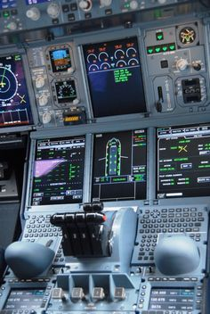 Airbus Cockpit close up! Aviation World, Civil Aviation, Airbus A380 Cockpit, Airplane Wallpaper, City Wallpaper, Pilot Training, Aviation Training, Airline Pilot, Airplane Photography