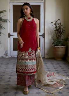 Indian Gowns, Indian Attire, Indian Ethnic Wear, Ethnic Gown, Sharara Designs, Kurti Designs Party Wear, Designer Party Wear Dresses, Indian Designer Outfits, Pakistani Designer Suits