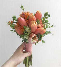 Small Flower Arrangements, Small Flowers, Love Flowers, My Flower, Flower Vases, Beautiful Flowers, Vase Arrangements, Rose Bridal Bouquet, Wedding Bouquets