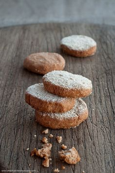 Paleo polvorones (traditional spanish christmas treats) with cinnamon, ginger and orange | Gluten free {recipe in Spanish}